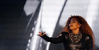Di usia 50 tahunnya, Janet Jackson menanti kelahiran anakpertama bersama sang suami, Wissam Al-Mana. Janet tak merasa khawatir memiliki bayi meski usianya sudah cukup belia. (AFP/Bintang.com)