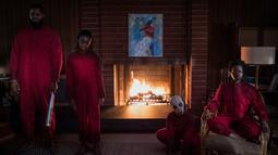 Winston Duke, Shahadi Wright Joseph, Evan Alex dan Lupita Nyong'o dalam sebuah adegan film 'Us'. Film ini merupakan karya dari sutradara nominasi Oscar sekaligus penulis naskah peraih Oscar 2017 Jordan Peele. (Claudette Barius/Universal Pictures via AP)