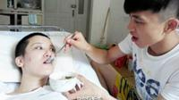 Betapa terkejutnya pria ini saat ia melamar kekasihnya yang terbangun dari koma, ia malah ditolak. Padahal ia setia merawatnya