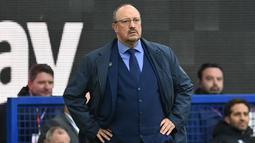 Rafael Benitez. Dengan segudang pengalaman di Liga Inggris, ia dipercaya menangani Everton mulai musim ini. Nyatanya, semua berjalan tak sesuai harapan. The Toffees masih tampil angin-anginan. Terbaru, Everton takluk 2-5 dari Watford meski bermain di kandang sendiri. (AFP/Paul Ellis)