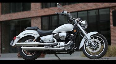 Lifan V16 tampak seperti Harley-Davidson