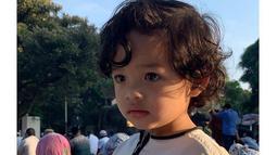Seperti kebanyakan anak artis pada umumnya, Arsya juga punya akun media sosial sendiri yang sudah diikuti oleh lebih dari 600 ribu orang. (Liputan6.com/IG/@arsya.hermansyah)
