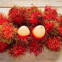ilustrasi buah rambutan/photo copyright by Isarapic (Shutterstock)