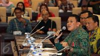Ketua Fraksi PKB MPR Abdul Karding (depan) saat berbicara di Jakarta, (7/4). Sosialisasi 4 pilar ini di gagas oleh fraksi PKB untuk mendorong pekerja seni menjadi corong dalam menyampaikan nilai-nilai Pancasila kepada masyarakat.(Liputan6.com/JohanTallo)