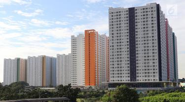 Suasana bangunan apartemen yang berjejer di Jakarta, Rabu (13/3). Semakin terbatasnya lahan kosong di Ibukota menjadikan hunian veertikal sebagai salah satu solusi bagi permasalahan pemukiman penduduk. (Liputan6.cpm/Immanuel Antonius)