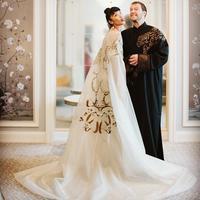 Model berkulit sawo matang ini tampak anggun dalam balutan gaun pernikahan yang mewah. (Sumber foto: kelly_tandiono/instagram)