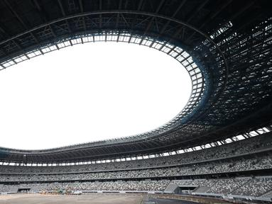Pandangan umum Stadion Nasional Tokyo, yang akan menjadi pusat penyelenggaraan Olimpiade 2020, saat dipertunjukkan kepada media di Tokyo, Rabu (3/7/2019). Stadion bernilai 1,25 miliar dolar AS itu sudah rampung 90 persen dan akan dibuka untuk pertama kalinya pada Desember 2019. (Behrouz MEHRI/AFP)