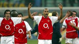 Thierry Henry. Saat Arsenal tak terkalahkan pada 2003 di Premier League, Ballon d'Or jatuh kepada Pavel Nedved dan Henry menempati posisi kedua. Pada 2006, striker asal Prancis ini ada di posisi ke-3 dibelakang Gianluigi Buffon dan Fabio Cannavaro. (AFP/Paolo Cocco)