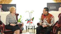 Ketua MPR RI Bambang Soesatyo saat menerima Duta Besar Rusia untuk Indonesia, H.E. Mrs. Lyudmila Georgievna Verobieva, di Ruang Kerja Ketua MPR RI, Jakarta, Selasa (26/11/19).