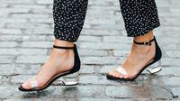 Musim liburan sudah di depan mata, intip alas kaki apa yang wajib dimiliki untuk tampil selalu kekinian.