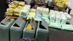 Barang bukti narkoba jenis sabu dan ekstasi yang disita oleh Badan Narkotika Nasional (BNN) dalam upaya penyelundupan di wilayah Dumai, Riau, Jumat (17/5/2019). Petugas BNN menangkap empat pelaku dalam kasus ini. (Liputan6.com/HO/Tim BNN)