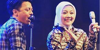 Istri Ridwan Kamil baru saja membuat heboh dunia maya. Hal itu terkait, sang istri duet bareng dengan Ariel Noah dalam sebuah acara. Bahkan foto itu juga menjadi sorotan dari KPAI. (Instagram/ridwankamil)