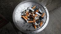 Ilustrasi berhenti merokok. Photo by Julia Engel on Unsplash