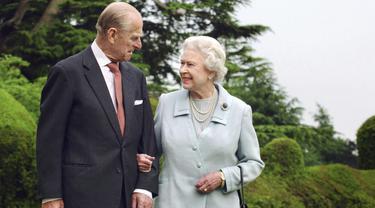 Pangeran Philip bersama Ratu Elizabeth II