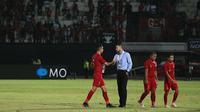 Simon McMenemy setelah laga Timnas Indonesia versus Vietnam di Stadion I Wayan Dipta, Gianyar, Bali, Selasa (15/10/2019). (Bola.com/Aditya Wany)