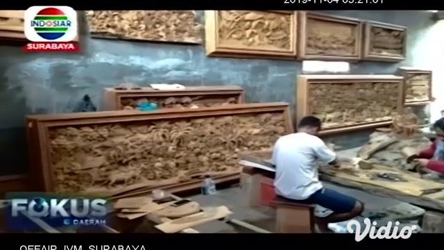 Seiring makin banyaknya warga di Bojonegoro yang mendalami ajaran agama Islam, kegemaran mengoleksi karya kaligrafi dari bahan kayu jati makin tinggi peminatnya.