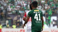 Pemain sayap Persebaya Surabaya, Irfan Jaya, mengenakan jersey bernomor 41 yang memiliki arti tersendiri baginya. (Bola.com/Aditya Wany)