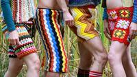 Akankah celana unik yang terbuat dari selimut rajut ini menjadi sebuah tren fesye bagi pria?