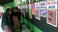 21 karya desain dan poster dengan tema cinta batik dipamerkan oleh siswa SMP Negeri 5 Purwokerto untuk memperingati hari batik nasional. (Foto: Liputan6.com/Cipto Pratomo untuk Muhamad Ridlo)