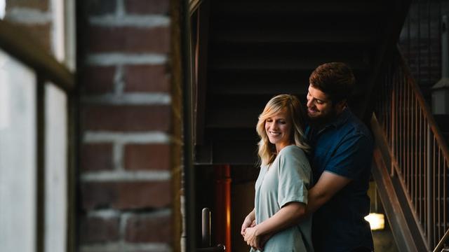 Mengapresiasi Pasangan dan Berikan Sedikit Humor yang Menggoda