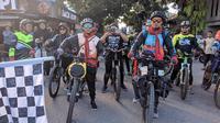 Dua pemuda asal Gorontalo mengawali perjalanan mereka menuju tanah suci dengan sepeda (Arfandi Ibrahim/Liputan6.com)