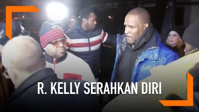 R. Kelly menyerahkan diri ke polisi setelah terkena kasus pelecehan dengan korban anak di bawah umur. Musisi tersebut akan segera di sidang dan bisa mendapat hukuman maksimal hingga 70 tahun penjara.