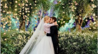 Gelar Pesta Pernikahan Romantis, Chiara Ferragni Kenakan 3 Gaun Koleksi Khusus Dior