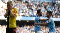 Gelandang Manchester City, Bernardo Silva (tengah), berhasil mencetak hattrick sekaligus membawa timnya menang 8-0 atas Watford pada laga pekan keenam Premier League, di Stadion Etihad, Sabtu (21/9/2019) malam WIB. (AFP/Oli Scarff)