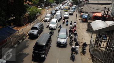 Kemacetan Imbas KRL Anjlok di Lenteng Agung