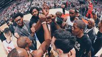 Los Angeles Clippers tersingkir pada babak pertama playoff NBA 2017 Wilayah Barat setelah kalah 91-104 dari Utah Jazz pada gim ketujuh di Staples Center, Los Angeles, Minggu (30/4/2017). (Bola.com/Twitter/LAClippers)