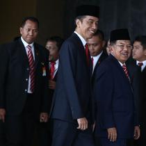 Jokowi-JK dan Ketua MPR Zulkifli Hasan sebelum sidang tahunan MPR dimulai. (Liputan6.com/Faizal Fanani)