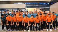 Timnas Thailand U-23 saat jelang keberangkatan ke Hanoi untuk ikut serta di kualifikasi Piala AFC U-23 2020, Rabu (20/3/2019). (Bola.com/Dok. FAT)