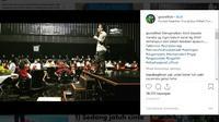 Gus Miftah selawatan di kafe. (Liputan6.com/Instagram Gus Miftah)