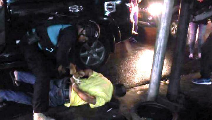 Polisi menangkap dua orang yang diidentifikasi sebagai pengeroyok Ahli IT Hermansyah. (Liputan6.com/Ady Anugrahadi)