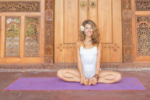 5 Gerakan Yoga Sangat Sederhana Untuk Melepas Stres ...