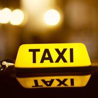 Seorang wanita mengaku jatuh cinta dengan sopir taksi online yang ditumpanginya, dan akhir cerita cintanya ternyata... (Foto: eng.kppu.go.id)