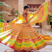 Aktris Bollywood Priyanka Chopra menari saat perayaan pernikahannya dengan penyanyi AS Nick Jonas di Istana Umaid Bhawan, Jodhpur, India, Sabtu (1/12). (Handout/Raindrop Media/AFP)