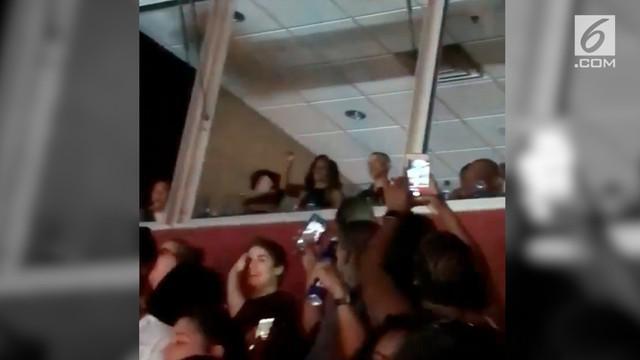 Mantan Presiden dan ibu negara Amerika Serikat (AS) Barack dan Michelle Obama terlihat bergoyang saat menyaksikan konser Beyonce dan Jay-Z di Washington DC.