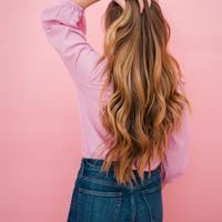 Ilustrasi rambut tetap sehat meski diwarnai. (galmeetsglam.com)