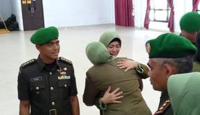 Istri mantan Dandim Kendari, Irma Purnama Nasution, saat serah terima jabatan di Kendari, Sabtu (12/10/2019).
