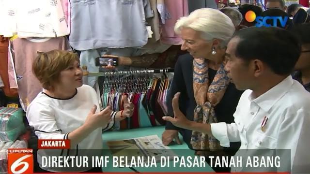 Presiden Joko Widodo ajak blusukan Direktur IMF, Christine Lagarde, melihat aktivitas perdagangan di Pasar Blok A Tanah Abang.