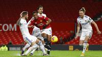 Penyerang Manchester United, Anthony Martial, melepaskan tendangan saat melawan Leeds United pada laga Liga Inggris di Stadion Old Trafford, Minggu (20/12/2020). Setan Merah menang dengan skor 6-2. (Michael Regan/Pool via AP)
