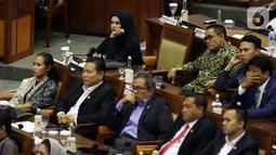 Anggota dewan DPR RI, Mulan Jameela mengikuti Sidang Paripurna ke-3 Masa Persidangan I Tahun Sidang 2019-2020, di Kompleks Parlemen, Jakarta, Selasa (22/10/2019). Sidang juga membahas penetapan jumlah dan komposisi anggota masing-masing fraksi dalam alat kelengkapan dewan. (Liputan6.com/Johan Tallo)
