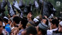 Ribuan massa yang tergabung dalam aliansi ormas dan umat Islam Jabodetabek menggelar aksi unjuk rasa di Pintu Barat Monas, Jakarta, Selasa (18/7). (Liputan6.com/Faizal Fanani)