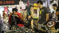 "Action figure The Avengers di acara Indonesia Comic Con 2016 di Jakarta, Sabtu (1/10). Indonesia Comic Con 2016 bertema ""We Are Pop Culture"" ini digelar di Hall A dan B, JCC Senayan. (Liputan6.com/Herman Zakharia)"