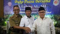 Anies Baswedan dan Ketua Umum Partai Amanat Nasional (PAN) saat menghadiri udangan buka puasa bersama yang digelar Wakil Ketua DPRD DKI Abraham Lunggana alias Haji Lulung (Istimewa)