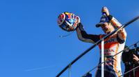 Pebalap Repsol Honda, Dani Pedrosa, bahagia bisa menutup musim 2017 dengan kemenangan pada seri terakhir di MotoGP Valencia, Minggu (12/11/2017). (dok. MotoGP)