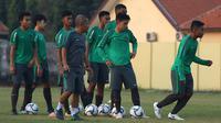 Timnas Indonesia U-19 saat latihan. (Bola.com/Aditya Wany)