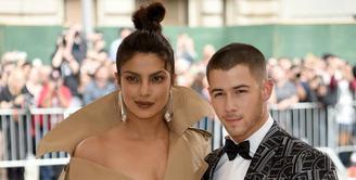 Sepertinya banyak selebriti yang bertunangan di musim panas ini. Dikabarkan, Nick Jonas pun sudah melamar Priyanka Chopra. (etonline.com/Getty Images)