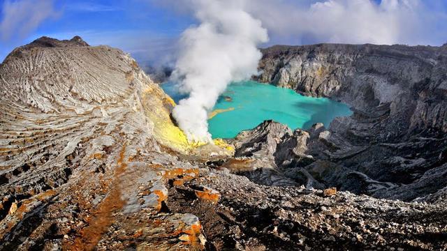Image result for Danau Kawah Ijen Indonesia